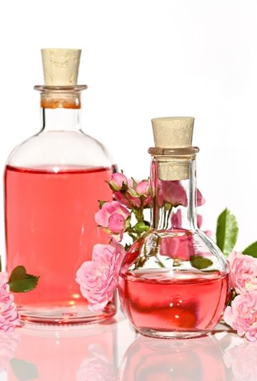 Rose water For Glowing Skin